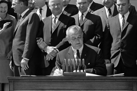 lbj-signs-vehicle-safety-bill